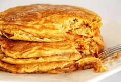 Carrot Cake Pancakes from the Tasty Kitchen What's For Breakfast, Breakfast Pancakes, Pancakes And Waffles, Breakfast Recipes, Breakfast Healthy, Health Breakfast, Carrot Cake Pancakes, Savarin, Tasty Kitchen