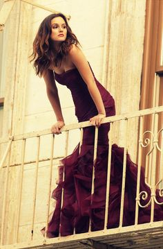 #noble #elegant  #fashion #dress #style Have u seen the Gossip girl? Do u remember who she is?