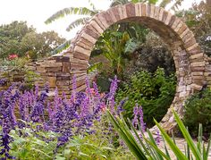 love this for my garden - reminds me of the stargate!  :)