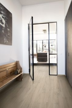 Quick-Step Laminate flooring - Signature 'Brushed oak beige' (SIG4764) in a modern hallway. Click here to discover your favorite hallway floor. #laminat #flooring #inspiration #interiordesign #oak