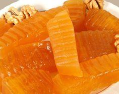 Kabak reçeli helvacı kabağından yapılır.     Kabak reçeli hazırlanırken;     1 kg . kabak,     1 .5 kg . şeker,     750 gram  su,     1...
