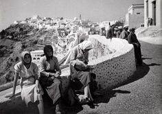 Onbekend | Vrouwen in een Griekse plaats. Griekenland, 1941.
