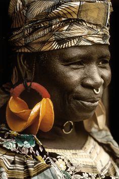 #RazonesParaVisitarSudáfrica - La gente: Carismática y dinámica | Africa | Fulani (Peul) woman.  Sahel, Mali | © Roberto Nencini