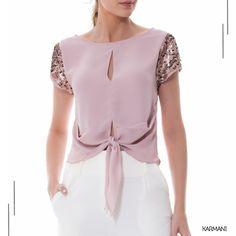 Aquele brilho na medida certa que a gente ama, chegaram vários modelos de blusas na LOJA ONLINE, shop now ! ✨✨ 😍    #karmanioficial   #lojaonline   #modaatacado   #modafeminina   #fashion Classy Outfits, Pretty Outfits, Vintage Outfits, Moda Chic, Blouse Styles, Lace Tops, Fashion Outfits, Womens Fashion, Latest Fashion Trends