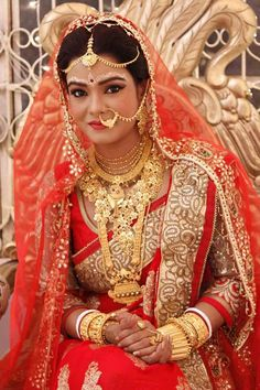 Traditional Wedding Dresses Around The World Indian Wedding Bride, Bengali Wedding, South Indian Bride, Bridal Makeup Looks, Bridal Looks, Bridal Style, Indian Bridal Photos, Indian Bridal Fashion, Bengali Bride