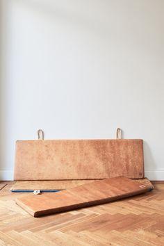 Ein kurzer Einblick in die Entstehungsgeschichte unserer Vintage Ledermatten. Hardcrafted Hamburg | Möbel aus Turngeräten #hardcraftedhamburg #vintage #turngeraete #moebelausturngeraeten #interiordesign #wohnzimmer #livingroom #interior #wohnen #interiordesign #design #home #industriedesign #industrialdesign #architecture #leder #leather #handmade