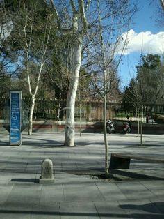 Mojón de Cañada Real en la calle Alcalá. Junto a la verja del Retiro.