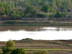 voyage ... transport... travail ... le fleuve joue son rôle pacifique Bien à toi !