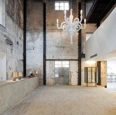 Located by the new Cool Docks development on the South Bund District of Shanghai, the Waterhouse is a four-story, 19-room boutique hotel built into an existing three-story Japanese Army headquarters building from the 1930's. The boutique hotel...