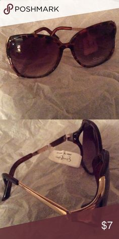 Sunglasses New with tag Jessica Simpson sunglasses. Tortoise shell frame with gold accents. Perfect touch to any outfit. Jessica Simpson Accessories Sunglasses