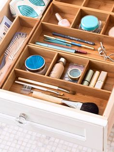 Go-all-out-on-drawer-dividers-Bathroom-Organization-Hacks-Bathroom Organization Hacks Diy Makeup Organizer, Makeup Drawer Organization, Organisation Hacks, Bathroom Organization, Organizing Ideas, Organized Bathroom, Diy Makeup Drawer Dividers, How To Organize A Bathroom, Organize Bathroom Drawers