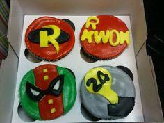 HELLOMY NAME IS AMU: Batman and Robin Cupcakes