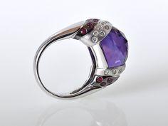 Wonderful Gadi ring in 18K white gold has a fabulous purple amethyst