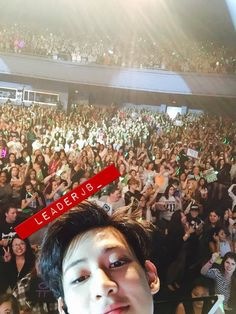 Girl had her phone taken by got7 and they took selfies with it. Fly in Chicago