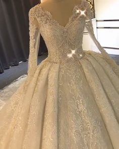 Make your wedding an unforgettable day in this 2019 ball gown wedding dresses long We offer standard sizes, custom sizing and even customization service to help you get your dream dress! We combined is part of Long wedding dresses - Long Wedding Dresses, Princess Wedding Dresses, Bridal Dresses, Gown Wedding, Sparkly Dresses, Gold Quinceanera Dresses, Long Ball Dresses, Expensive Wedding Dress, Lace Wedding