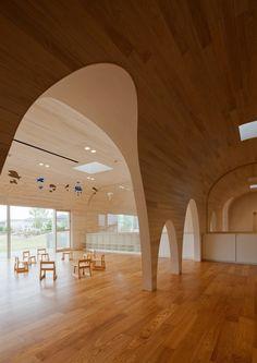 Leimond-Shonaka Nursery School by Archivision Hirotani Studio | fluid structure - wall to ceiling