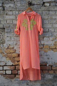 Nice Pakistani Dresses, Indian Dresses, Indian Outfits, Kurta Designs Women, Blouse Designs, Indian Attire, Indian Wear, Kurta Style, Classy Casual