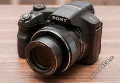 The zoom Sony Cyber-shot does more than point and shoot Camera Test, Sony Camera, Digital Camera, Panning Shot, Zeiss, Vintage Cameras, Zoom Lens, Wide Angle, Fujifilm Instax Mini