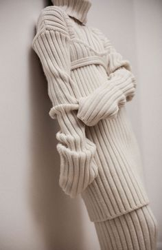 Contemporary Knitwear - layered knits // Ph. Nicolas Valois