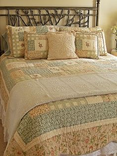 Love quilts..   http://picketsplace.blogspot.com