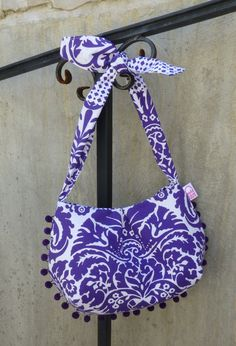 Fun summer purse in Jennifer Paganelli's gorgeous Chandler Grape print from her West Indies collection.  Original design by Hold it Right There.  $36.00 (US)