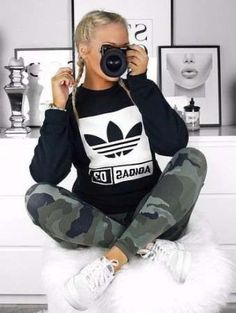 12 Cute Sporty Outfits Idea to Try this Winter - - 12 süße, spor. Cute Sporty Outfits, Casual Outfits, Yoga Outfits, Winter Outfits, Adidas Moda, Vestidos Adidas, Look Adidas, Mode Shoes, Mein Style