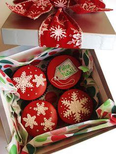 Caixinha com cup cakes natalinos... ównnn Amo comemorar o nascimento de Jesus Cristo.