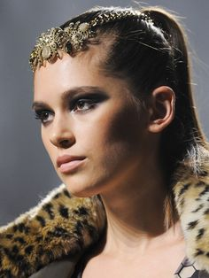 winter beauty trend: sleek vixen // click pin to see!