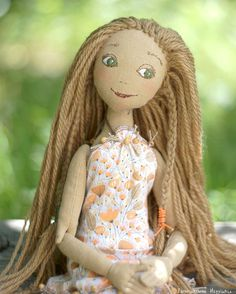 Девочка Лето. Настоящая, живая, доказательством этого служит комар у неё на подбородке :-) __________________  Можно заказать.  Рост 40 см, 3600р.   #handmade #handmadedoll #dolllovers #toy #tanushkini_igrushki  #кукла #summertime #dollmaker  #кукла #текстильнаякукла #портрет #potrait