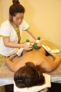 Un masaje 100% tailandés con masajistas nativas y esencias originarias