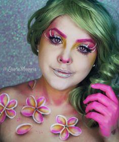 A Plumeria é uma da flores que eu mais gosto. Amo as cores, amo a simplicidade e amo que me faz lembrar minha infância. Espero que gostem dessa maquiagem tanto quanto eu 🌺  Instagram: @lauramaquia  #lauramaquia #maquiagemartistica #sfxmakeup #maquiagem #makeup #sfx #tutorialdemaquiagem #amomaquiagem #sfxmakeup #artisticmakeup #avantgarde #makeup #mua #undiscoveredmua  #maquillagedujour #flowermakeup