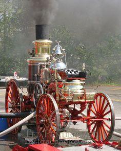 still works! Steam Engine, Fire Engine, Fire Dept, Fire Department, Old Trucks, Fire Trucks, Ambulance, Steam Tractor, Pickup Trucks