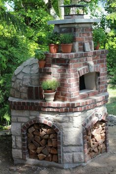 Wood Fired Pizza Ovens: Add something special to your yard to create an outdoor kitchen of sorts. Here are some great examples of personalized backyard wood fired pizza ovens. Wood Oven, Wood Fired Oven, Wood Fired Pizza, Small Backyard Landscaping, Backyard Patio, Landscaping Ideas, Small Patio, Backyard Fireplace, Fireplace Ideas