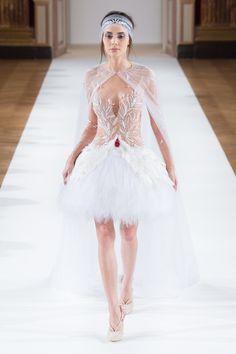 Look 1 Yanina Couture SS16 #yaninacouture #hautecouture