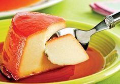 """Inove nos ingredientes do pudim, deixando-o bem cremoso com a <a href=""""http://mdemulher.abril.com.br/culinaria/receitas/pudim-cremoso-mandioca-queijo-482956.shtml"""" target=""""_blank"""">receita que leva mandioca e queijo</a>."""