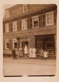 HM 013 - Gasthaus und Metzgerei Lang mit vergrößertem Schaufenster um 1910