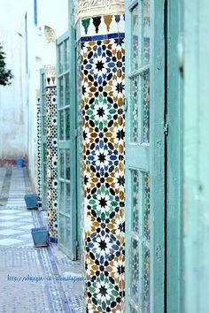 Morocco. Moroccan interior. Blue, turquoise mosaic tiles. 'Schweigen ist Silber