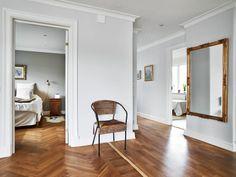 #Decoración #Interiorismo #diseñodeinteriores Una casa mitad moderna, mitad clásica. Más en: http://greenandfreshdecor.blogspot.com.es/2014/06/una-casa-mitad-moderna-mitad-clasica.html