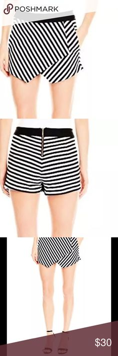 🔷🔹SKORT🔹🔷 Asymmetric front SKORT in black and white stripe with solid black waist band. Zippered back - super cute. Worn once - too big 😩 XOXO Shorts Skorts