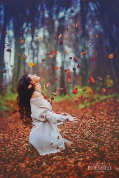 Image in Autumn I Love Fall collection by Belaseed Portrait Photography Poses, Photography Poses Women, Autumn Photography, Boudoir Photography, Creative Photography, Fall Pictures, Fall Photos, Picture Poses, Photo Poses