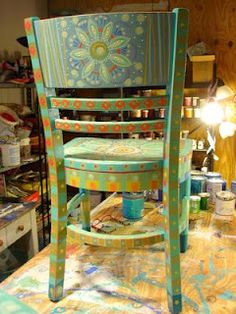 Painting It: Painted Chairs Painted Wooden Chairs, Whimsical Painted Furniture, Hand Painted Furniture, Funky Furniture, Recycled Furniture, Paint Furniture, Furniture Projects, Furniture Makeover, Painted Tables