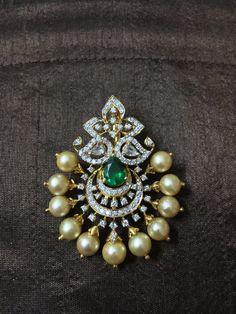 A classy Diamond Pendant cum maangtike for the Mehandi function - CoinOku Jewelry Design Earrings, Gold Earrings Designs, Necklace Designs, Gold Wedding Jewelry, Gold Jewelry, Diamond Pendant, Diamond Jhumkas, Gold Necklace Simple, Tikka Jewelry