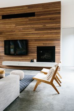 Consider panelling for back wall Lisa Modern wood panelling – living room interior Stairs In Living Room, Living Room Interior, Living Rooms, Small Living Room Design, Living Room Designs, Modern House Design, Modern Interior Design, Timber Feature Wall, Feature Walls