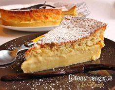 gateau magique vanille: - 4 œufs - 125 g de sucre en poudre - un sachet de sucre vanillé - une cuillère à soupe d'eau - 1/2 litre de lait - une gousse de vanille  - 125 g de beurre - 115 g de farine - une pincée de sel - du sucre glace pour le décor