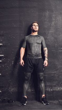 Layer up with these Gymshark base layers. Style the Hybrid Baselayer Top with the matching Hybrid Baselayer Leggings and Shorts of your choice! Mens Leotard, Gym Outfit Men, Male Fitness Models, Fitness Photography, Attractive Men, Workout Wear, Mens Fitness, Sport Outfits, Gym Men