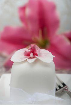 orchid mini cakes