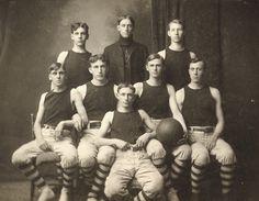 Men's 1905 basketball team