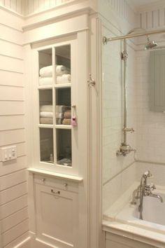 Rustic Farmhouse Bathroom Ideas with Shower 30 - HomeKemiri.com #BathroomRemodeling