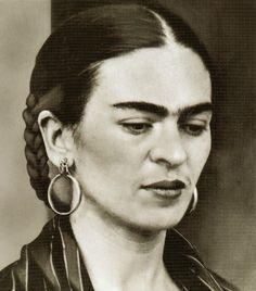 """""""Y tú bien sabes que el atractivo sexual en las mujeres se acaba voladamente, y después no les queda más lo que tengan en su cabezota para poderse defender en esta cochina vida del carajo"""" Frida Kahlo"""