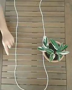 Wonderful Absolutely Free Macrame Plant Hanger videos Strategies www. Diy Crafts Hacks, Diy Home Crafts, Garden Crafts, Diys, House Plants Decor, Plant Decor, Hanging Plant Diy, Hanging Flower Pots, Macrame Hanging Planter